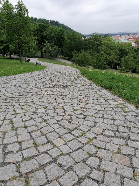 Komunikace parku Socré Coeur Praha 5 3