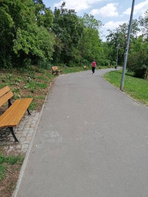 Komunikace v parku Klamovka 3