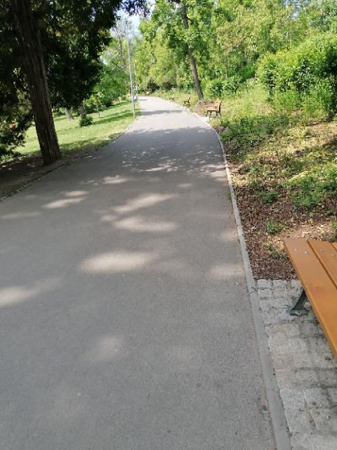 Komunikace v parku Klamovka