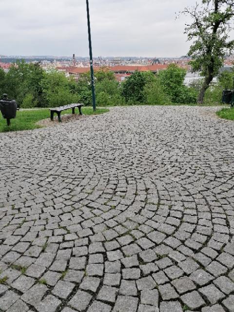 Komunikace v parku Socré Coeur Praha 5 2