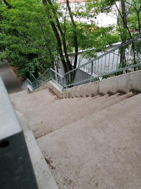 Komunikace-v-parku-Socré-Coeur-Praha-5-7.png